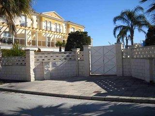 Duplex  en 1a linea de playa, con  2 piscinas  y zona de barbacoas