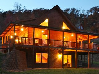 Absolute Perfect Escape #2 Sleeps 14 Mountain Views 5 Bedrooms Gameroom Hot Tub