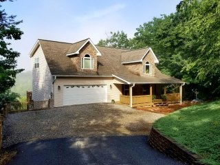 Peaceful Blairsville House w/ Mountain View Decks!