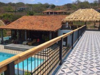 Casa de Los Patios: Nicaraguan Charm in Luxury Living, Walk to Town or Beach