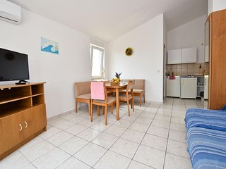 Beautiful apartment Adam 4.2 for 4 persons in Novalja overlooking the sea