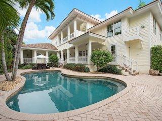LUXURY RENTALS~ Seaglass Plantation Beach House~Walk to beach and shopping!