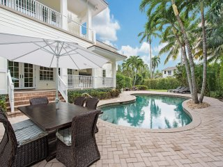 LUXURY RENTALS~ Seaglass Plantation Beach House~Walk to beach and shopping!