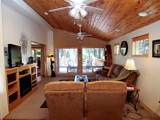 (#33) Cabin at Hyatt Lake - Sleeps 6 - Hot Tub