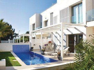 Modern luxury villa in quiet area, but close to everything you need