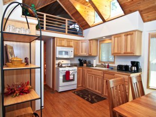 (#40) Cabin at Hyatt Lake - Hot Tub - Sleeps Six
