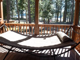 (#52) Hyatt Lake Cabin ~ Sleeps 4 ~ Direct Lake View