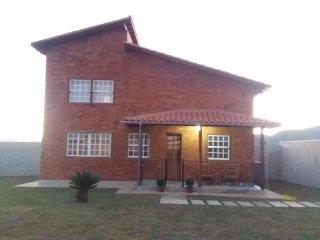 Casa Bela - Nova, charmosa e aconchegante casa para seu conforto e privacidade