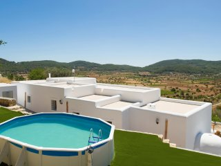 Stunning valley views, wifi, air conditioning, private swimmingpool, Villa Can Peratu Sant Mateo Hills