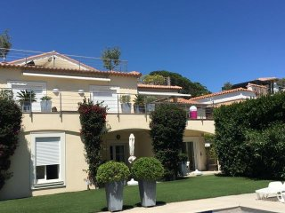 Appartement 3 pieces 58m2, 20m devant piscine, villa, 10mn de la zone et mer