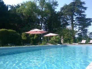 chateau  piscine chauffee