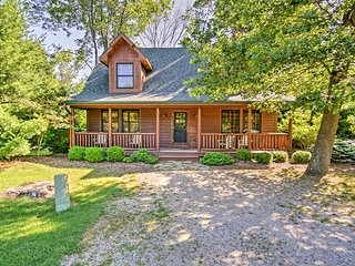Rustic 3BR Saugatuck Cabin w/ Private Hot Tub!