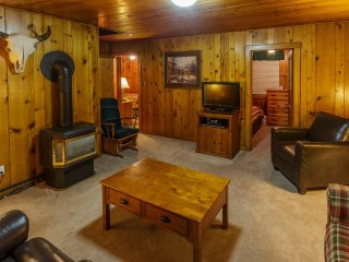 Madison Cabin 120 - Authentic Log Cabin, 2 Bedrooms, 1 Bath, Sleeps 4-5, In Town