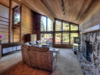 Spacious Tahoe Retreat in Dollar Point