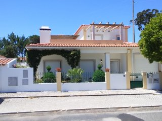 Obidos Area-  Modern Villa near beach with Private Pool Sleeps 8