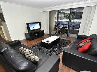 PYRMONT FULLY SELF CONTAINED MODERN 2 BED APARTMENT (92MIL)