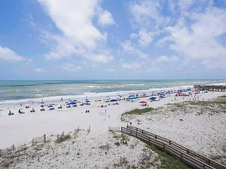 Absolute Gulf Front - 2BR Condo at Island Sunrise w/ Beach View & Pool
