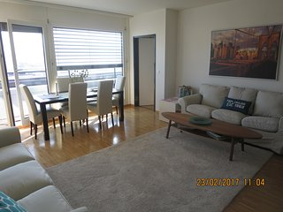 VERY CENTRAL, spacious, modern apartment with nice views