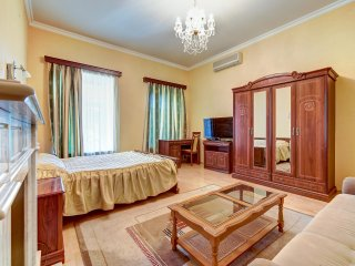 Сozy apartment opposite the Kazan Cathedral (4ppl)