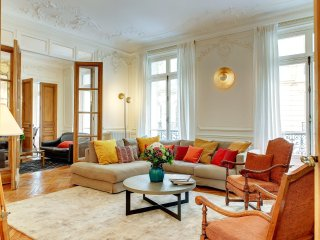 Apartment Germain Elegance  4 bedroom apartment in Paris to Let, holiday apartme