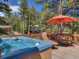 Silver Tip - 3 BR Lake View Home with Brand New Hot Tub. - Private Beach Too!