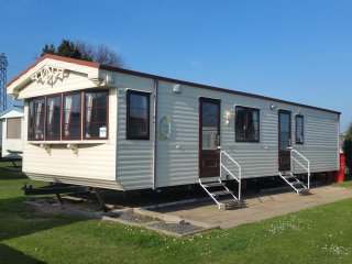 Lovely 2 bed sliver holiday home, Valley farm, Clacton on Sea, pet freindly 591