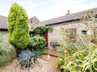 THE SMITHY, end-terrace barn conversion, dog-friendly, woodburner, WiFi, near