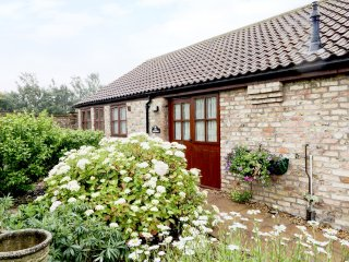 THE TACK ROOMS, wonderful barn conversion, exposed beams and brick walls, WiFi,