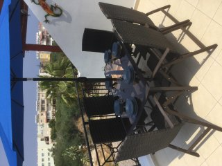 Luxurious Modern Apartment with 40ft Balcony BBQ 5 min to Beach & Wifi available