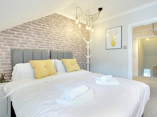 Urban Chic Apartment - Sleeps 6 to 8 guests