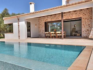 Chalet, modern 3 bedrooms villa with private pool close to Cala Mondrago beach