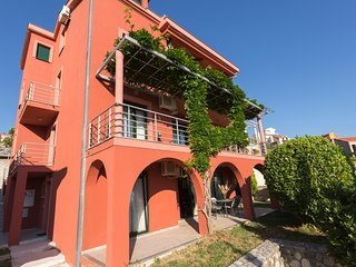 RED HOUSE, 4 APT IN ONE BUILDING NEAR DUBROVNIK
