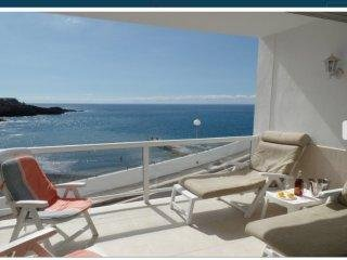Stunning 2 bed apartment Amazing Sea views!