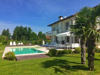 VILLA DIAMANTE Luxury Retreat with heated pool