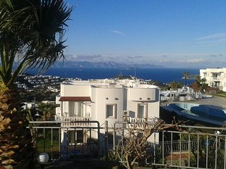 FULLY FURNISHED 2BR GARDEN APT WITH SEA VIEW
