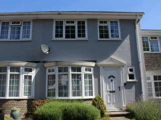Lovely three bed house located minutes from the centre of Eastboune sleeps 6