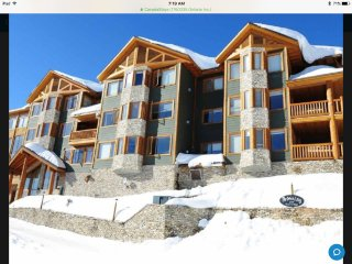 Grizzly Lodge: Premier  2 bedroom/2 bath condo, Private Hot Tub,BBQ on Deck
