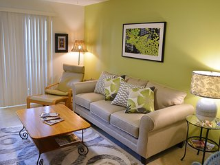 Cheerful Seaside Private Condo in NASA - Seabrook/Kemah - updated first floor