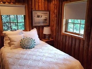 Liberty Landing - cozy cottage for summer or winter retreat. ND Football & BBall