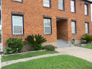 Unit 5 BUDGET RENTAL 1 BLK TO GREAT BEACH!