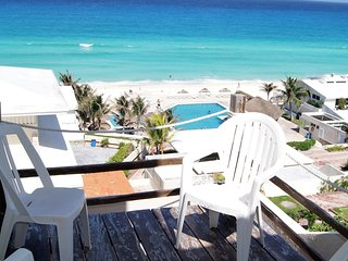 Ocean & Lagoon View Penthouse- up to 6 People on Incredible Beach