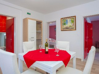 Red apartment in Villa Drinka