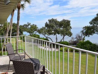 Luxurious 1BR 1BA with GORGEOUS BayViews/Sunrises, Swim from Backyard
