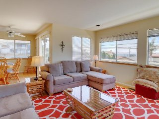 Spacious home w/ gas fireplace, decks w/ BBQ & ocean views - one block to beach