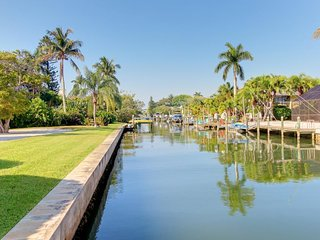 Waterfront Longboat Key home w/ private dock and ocean access - beach nearby!