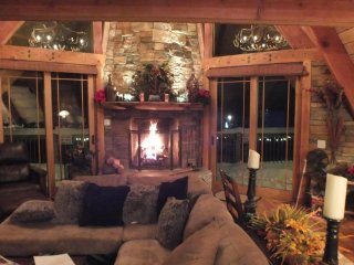 Custom Mammoth Home, Just Steps To The Gondola & Village. Total Mountain Access!