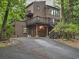 Serene & Luxurious East Stroudsburg Home near Lake