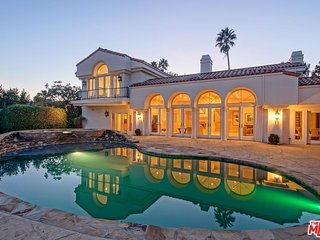 Beverly Hills Estate with Jetliner Views!!