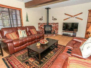 Meadow Retreat Family Cabin~Fully Furnished & Equipped~Fenced Yard~WiFi~