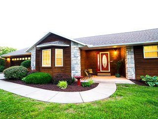 Beautiful Lakefront Home- Close proximity to Branson in quiet Kimberling City